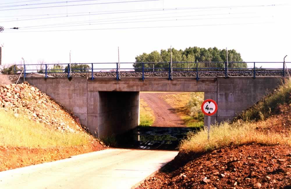 Puente de paso de la Cañada Soriana bajo la línea del AVE