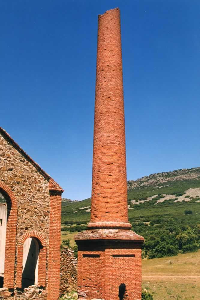 Chimenea de la Mina del Encinarejo