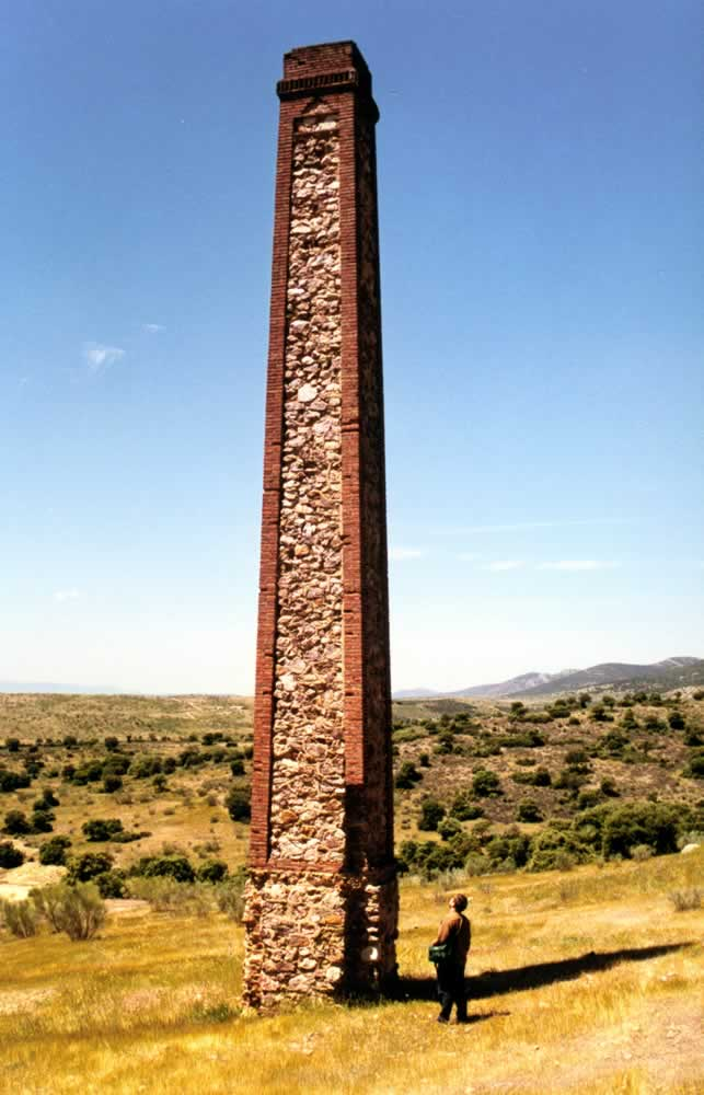 Chimenea del Grupo Minero La Gitana