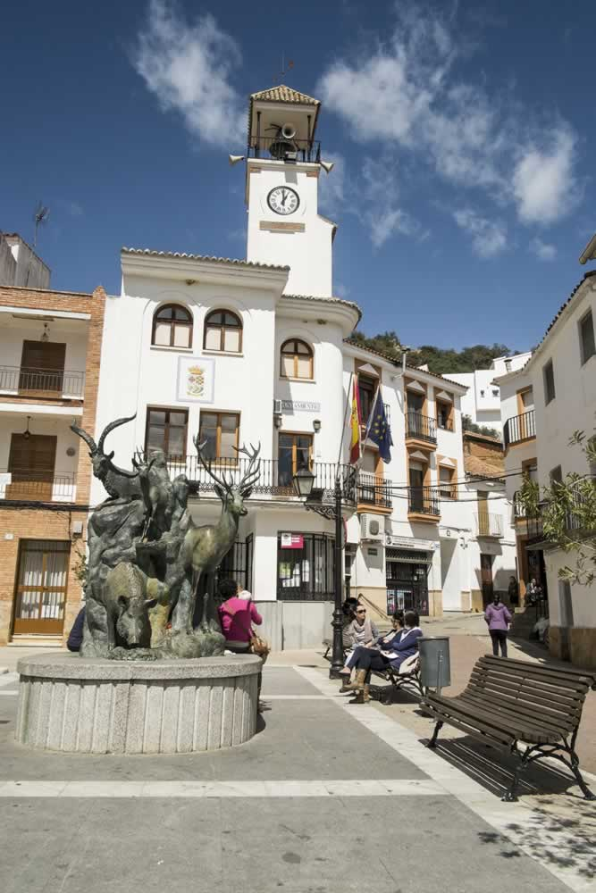 Monumento a la Caza Mayor y Ayuntamiento de Fuencaliente