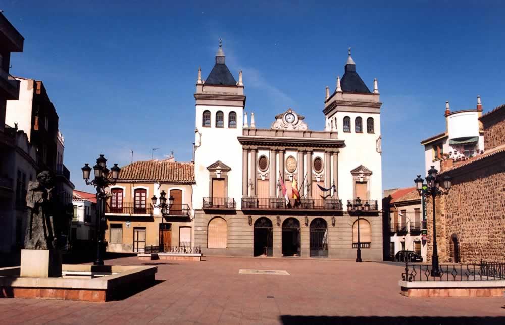 Plaza Mayor y Ayuntamiento de Almodóvar del Campo